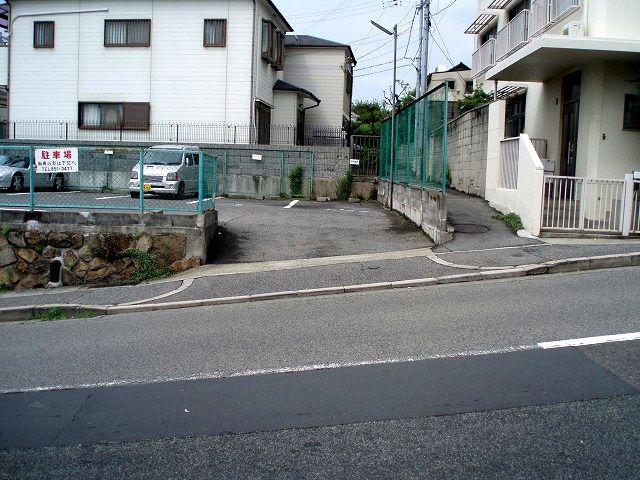 駐車場2/神戸市灘区 六甲駅 歯医者